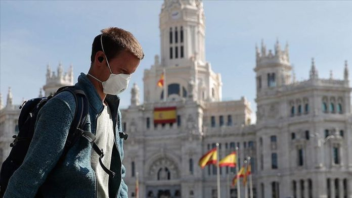 Number of hospitalisations and deaths creep up in Spain as government considers moving to phase 2 of the lockdown