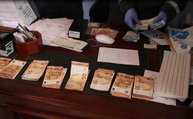 Agents count the cash located at the clinic
